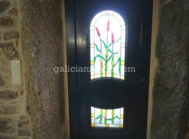 Guitiriz-vidriera-puerta